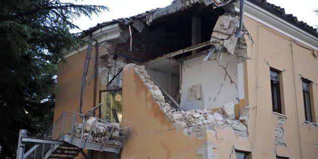 La ricostruzione dopo il terremoto: dobbiamo uscire dall'ombra della corruzione con la