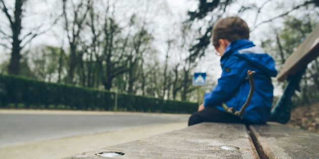 A 8 anni abbandonato solo in strada a Carmagnola (Torino):