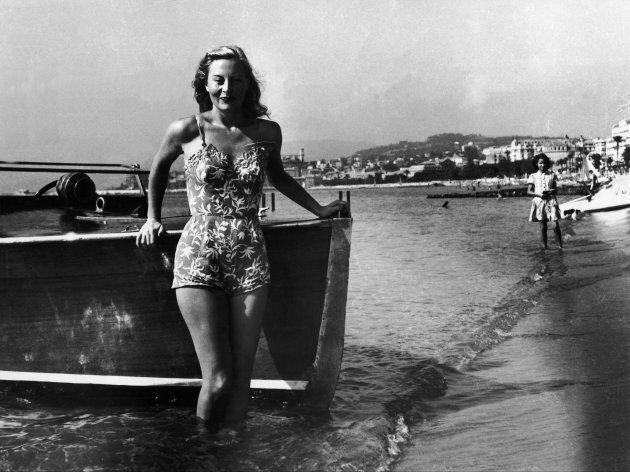 L'attrice francese Michele Morgan posa in costume da bagno al primo festical di Cannes nel 1946 (Photo...