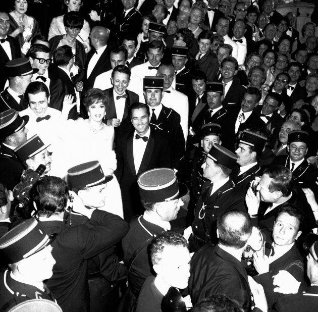 Cannes 1961, Gina Lollobrigida e suo marito (Photo by Gilbert TOURTE/Gamma-Rapho via Getty