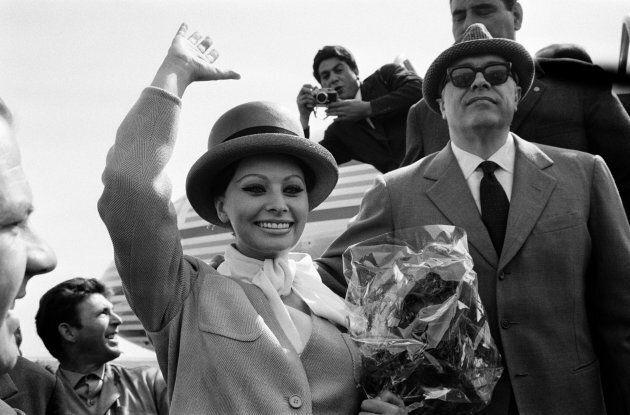 Sophia Loren e il marito Carlo Ponti Arrive all'aeroporto di Nizza in direzione Cannes Film festivale,...