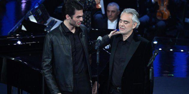 Andrea Bocelli consegna al figlio Matteo il
