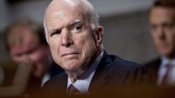 L'assistente di Trump deride l'opposizione di McCain:
