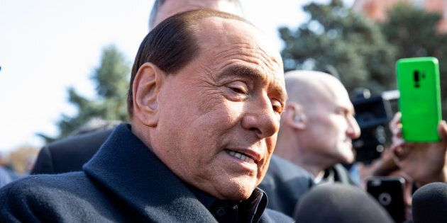 Silvio Berlusconi vuole la foto a tre del