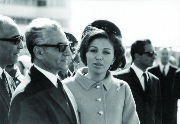 Lo Scià Mohammed Reza Pahlavi con la sua consorte, l'Imperatrice Farah