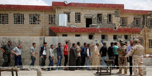 Iraq al voto, prima volta dalla sconfitta dell'Isis. La mezzaluna sciita si spacca in
