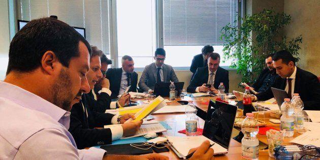 Accordo M5S-Lega sui primi 10 punti del contratto, ma resta il nodo del premier. Salvini e Di Maio: