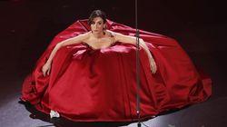 Canta la Carmen, fischia e fa ridere: Virginia Raffaele ottiene l'ovazione