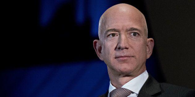 Jeff Bezos denuncia: