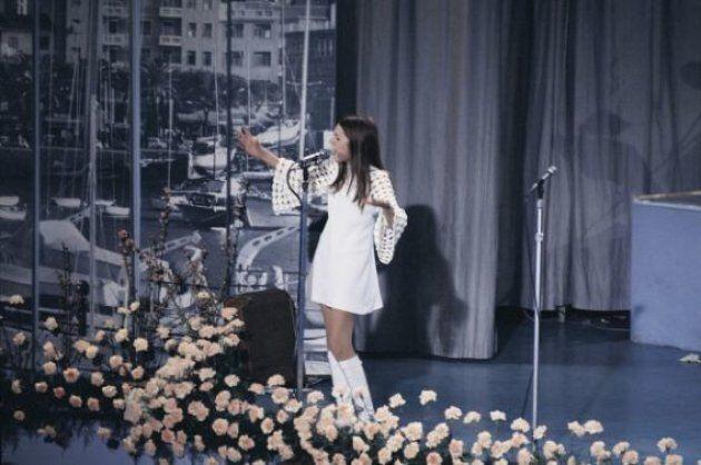 Italian singer Nada (Nada Malanima) performing the song Ma che freddo fa at the 19th Sanremo Music Festival....