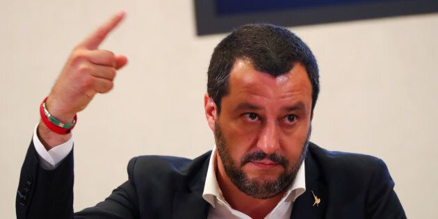 Salvini va avanti sul decreto immigrati: