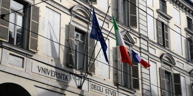 Al rettorato di Torino sventola una bandiera francese, il rettore:
