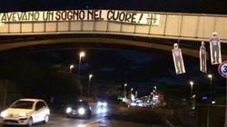 Sagome dei giocatori del Napoli impiccati a un ponte. La scritta: