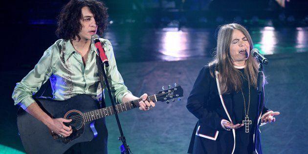 Il miglior duetto è quello di Motta e Nada. Ligabue porta Guccini all'Ariston. Ma il vero superospite...