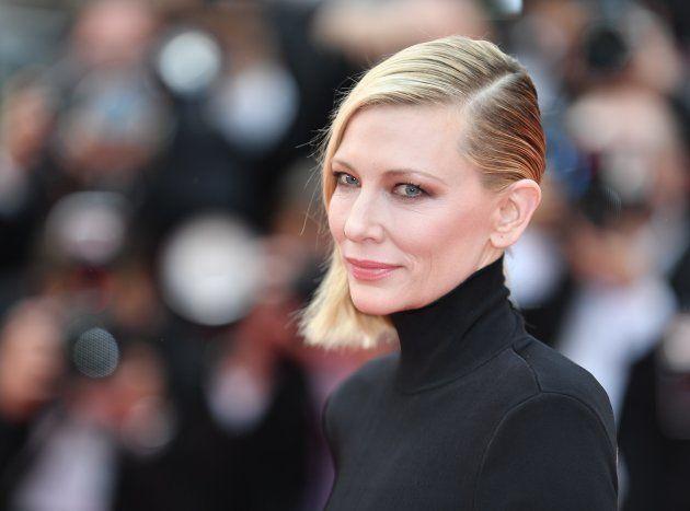 A Cannes Cate Blanchett festeggia i 49 anni con un abito che manda in tilt i