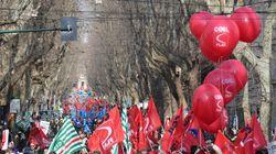 Gli imprenditori in piazza con i sindacati: