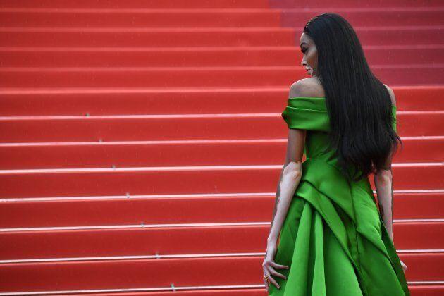 Anche a Cannes Winnie Harlow stravolge i canoni di bellezza e conquista