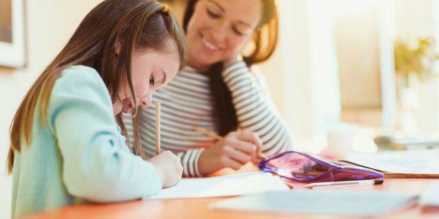 Aiutare a fare i compiti a casa nuoce allo sviluppo (secondo uno