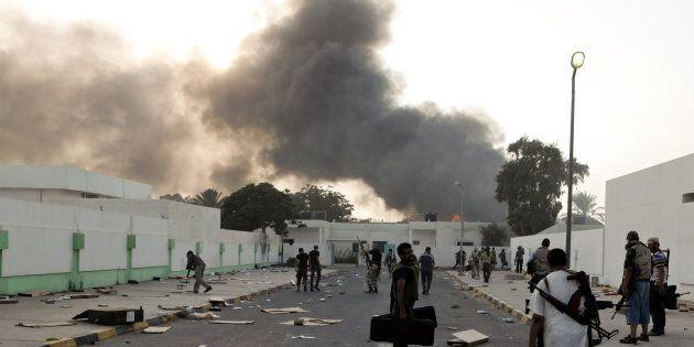 Combattants rebelles lors de l'attaque de Bab al-Azizia, caserne fortifi�, r�idence de Mouammar Kadhafi,...