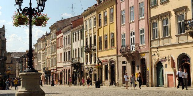 Narcisi, birra e tanta cultura: Leopoli invita a un'estate di festival in salsa ucraina. E in Italia...