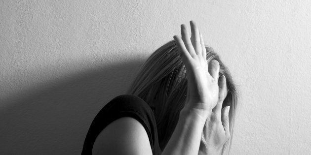 21enne picchiata e violentata in strada a