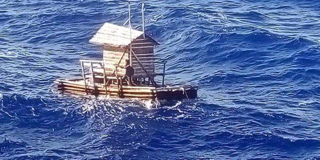 La sua zattera va alla deriva: 19enne sopravvive dopo 49 giorni