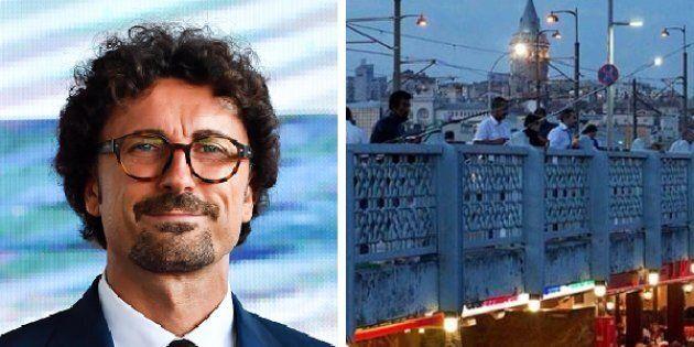 Toninelli difende l'idea di Ponte dove mangiare e fare shopping: