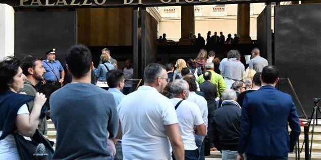 Parte l'incidente probatorio per il crollo del ponte Morandi, i familiari delle vittime davanti al tribunale...