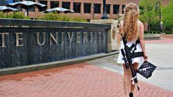 Il campus vieta agli studenti di portare le armi. Lei si laurea e il giorno dopo va all'università