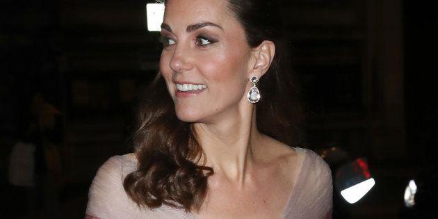 Kate Middleton: l'abito rosa la incorona regina di stile ed è già tra i look più belli di