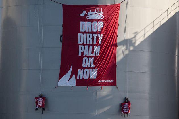 Greenpeace activists Unfurl banner reads