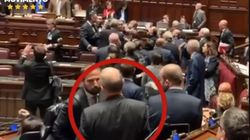 Marattin (Pd) dà due buffetti in Aula a Zolezzi (M5s). Lui denuncia:
