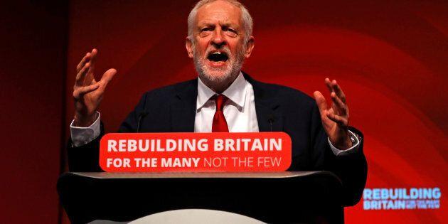 Jeremy Corbyn chiede il voto se May fallisce su Brexit.