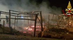 Ancora un rogo nella baraccopoli di San Ferdinando, muore un giovane senegalese. Salvini: