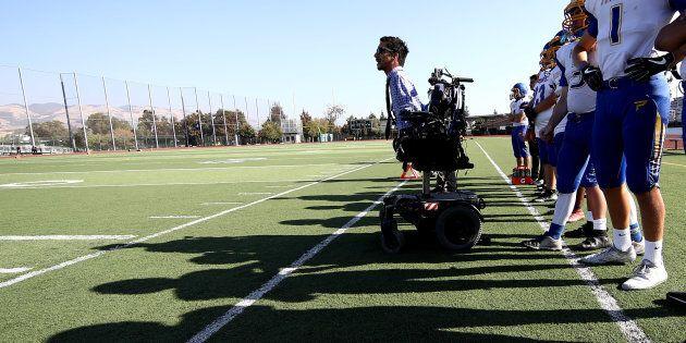 La malattia gli ha tolto braccia e gambe, non la determinazione di diventare coach nella