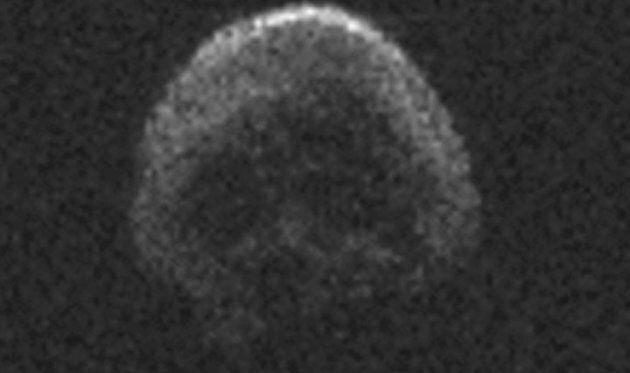 Un asteroide a forma di teschio transiterà attorno alla Terra nel periodo di