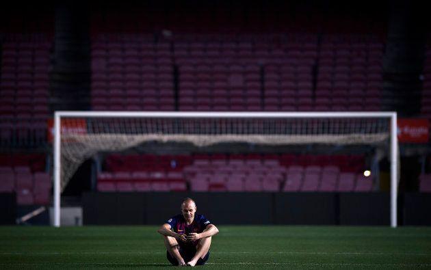 Andres Iniesta non riesce a lasciare la sua casa: resta per ore da solo nel Camp Nou