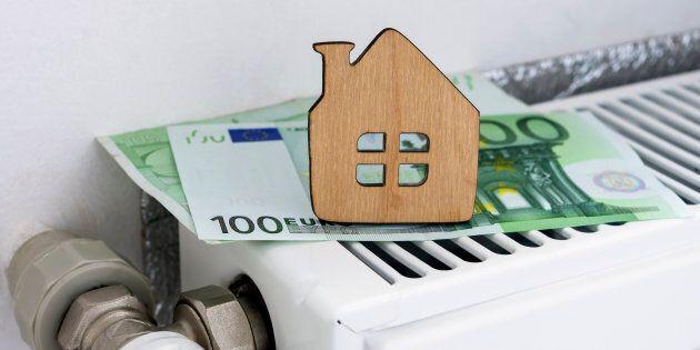Stangata bollette: aumento di circa 90 euro annui tra luce e gas da