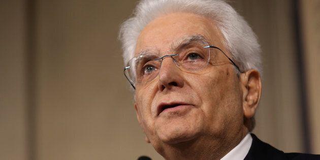 Sergio Mattarella spiato? Ripetitore in cassetta della luce vicino casa a Palermo, la Procura