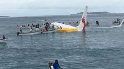 L'aereo manca la pista e atterra nell'Oceano Pacifico. Salvi tutti i