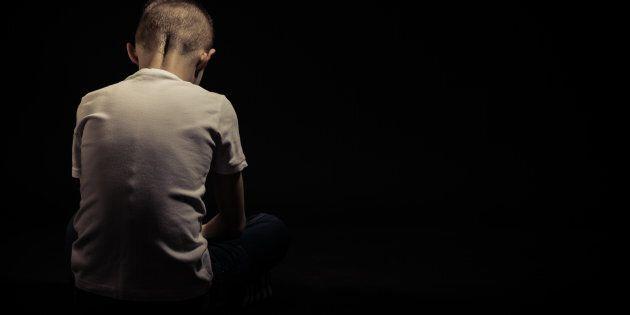 A Valdera un conducente di uno scuolabus è stato arrestato per aver abusato di un bambino di 9