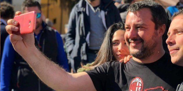 Ansia per Salvini da 'guerra del latte'. Il leader della Lega in tour elettorale senza accordo sul