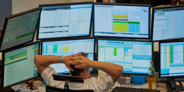 Il giorno dopo il Def bruciati 22 miliardi in Borsa: lo spread non esplode ma i titoli bancari vanno...