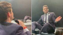 Michael Bublé lascia il microfono al fan. E lui incanta tutti con Frank