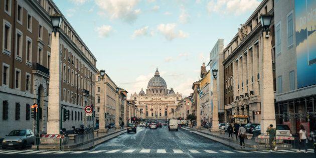 In Vaticano un documento con le linee guida per i preti con figli segreti. L'inchiesta del New York