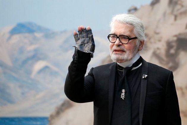 È morto Karl Lagerfeld, icona mondiale della moda. Aveva 85