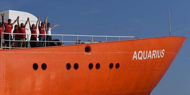 Aquarius bloccata a largo di Malta: i 58 migranti aspettano ancora di