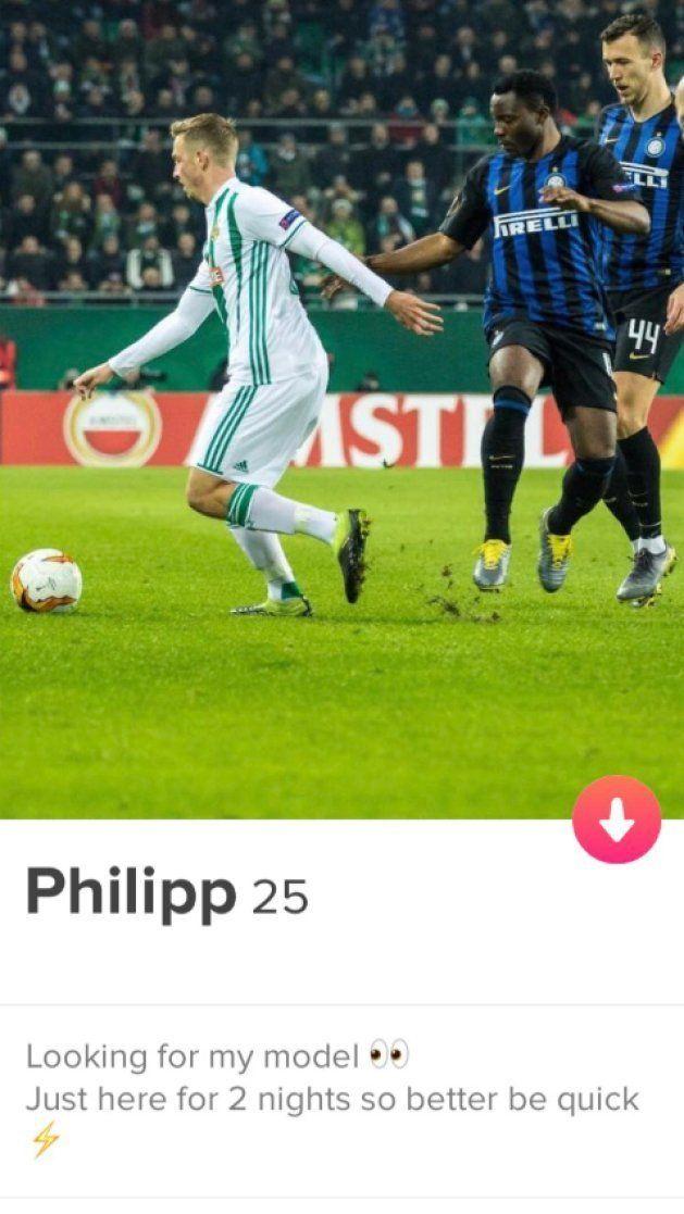 Il calciatore del Rapid Vienna cerca compagnia su Tinder: