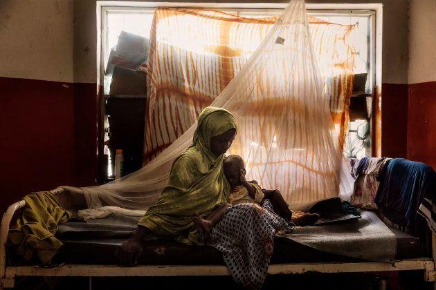 Africa, Somalia, Benaadir region. Mogadishu. 23/09/2017. Faduma Ibrahim Abdi, seen with her baby of 17...