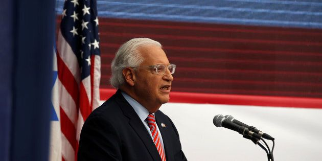 Una foto che infiamma. L'ambasciatore Usa con il poster di Gerusalemme, ma c'è il Tempio al posto della